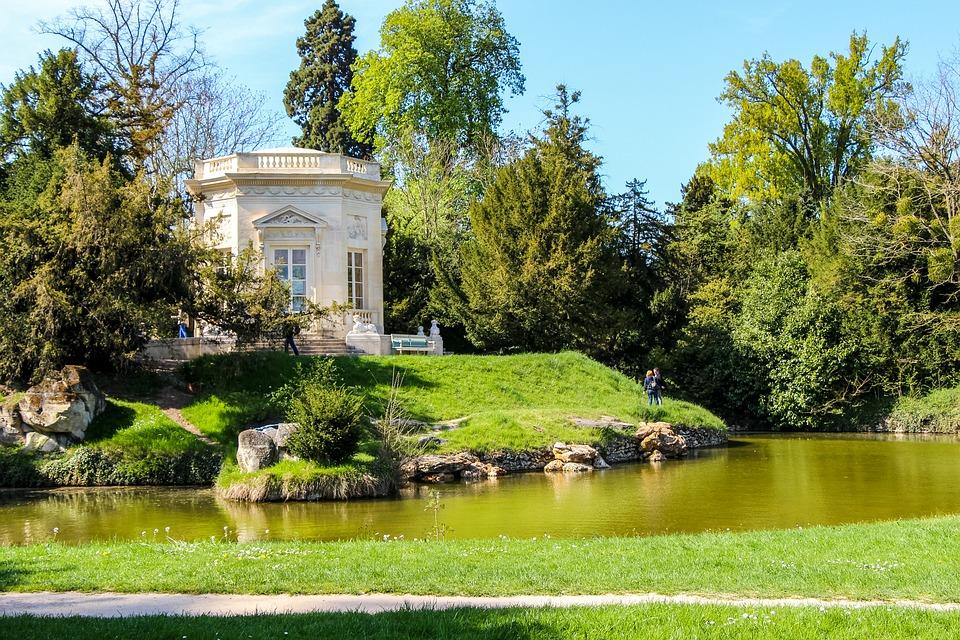 Jardin anglais contre jardin à la française ?